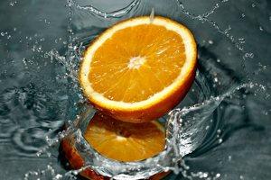 V létě osvěží nejlépe šťáva z čerstvého ovoce nebo zeleniny